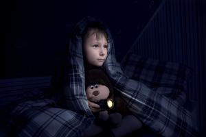 Como fazer o bebe dormir sozinho? A falta dos pais na hora de dormir 2