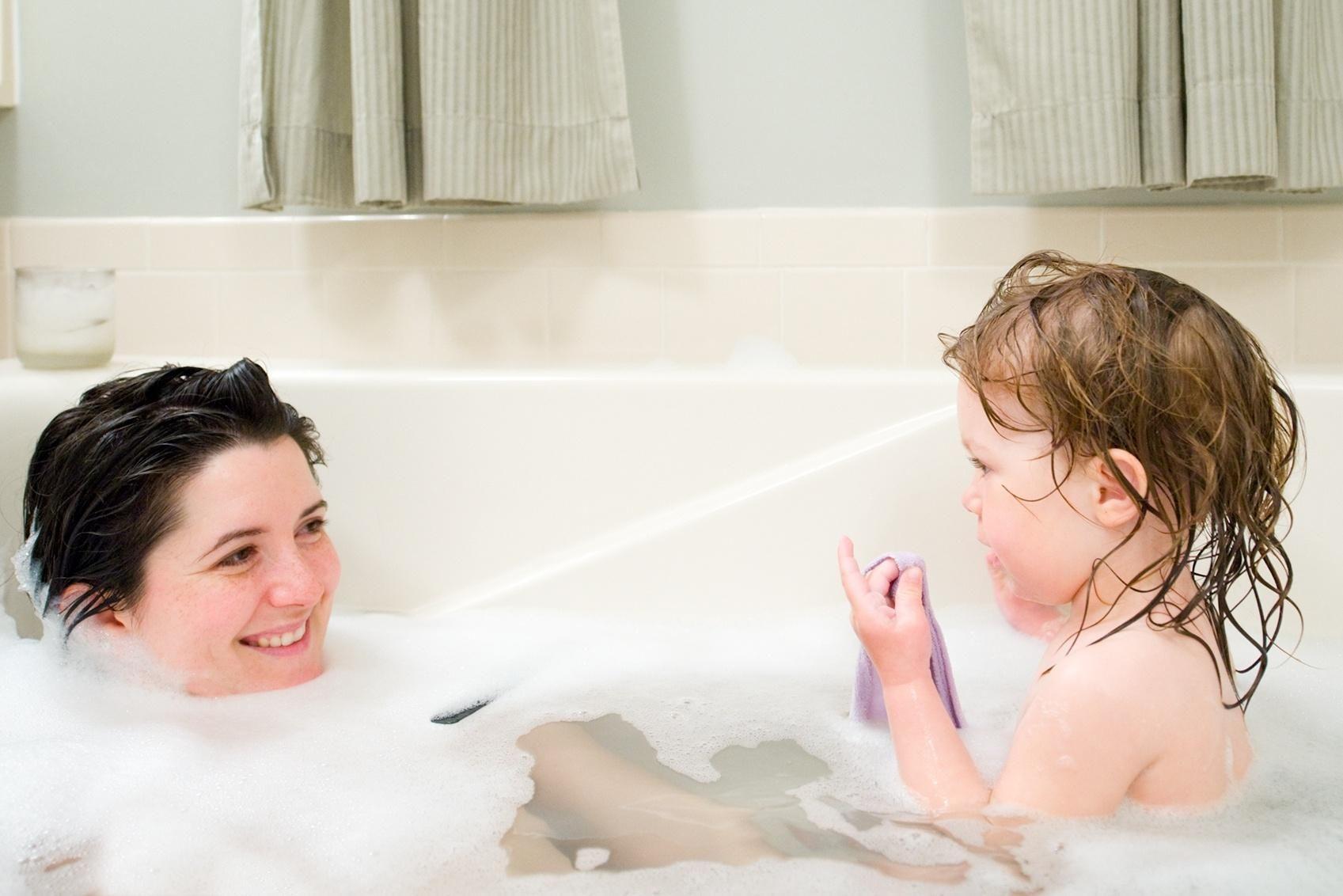 Tomar banho junto com os filhos: é algo indicado a se fazer? 9