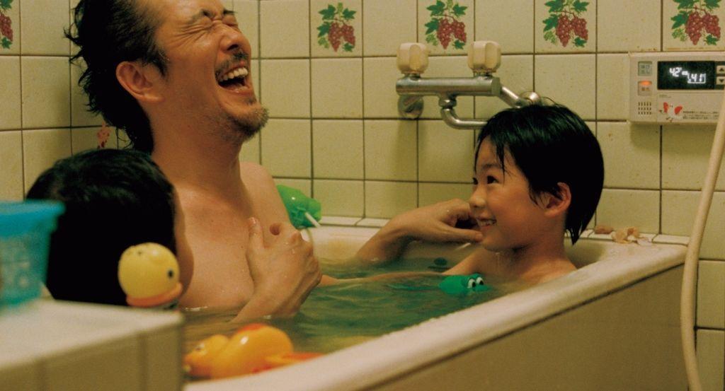 Tomar banho junto com os filhos: é algo indicado a se fazer? 2